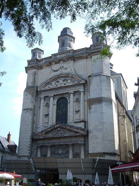 Photo du Monument Historique Eglise Saint-Pierre situé à Saumur