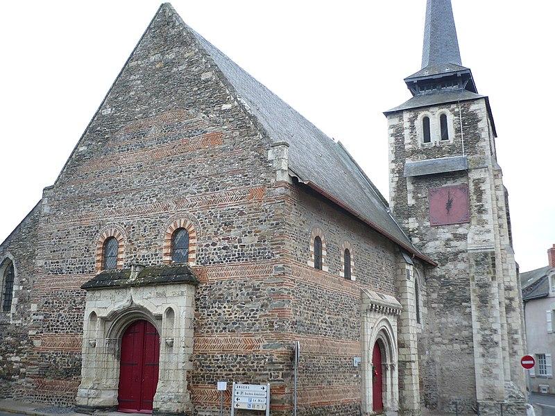 Photo du Monument Historique Eglise situé à Savennières