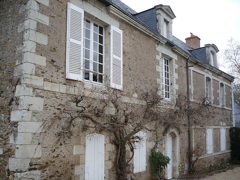 Photo du Monument Historique Presbytère situé à Savennières