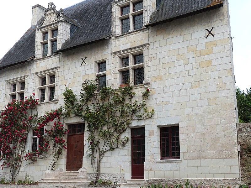 Photo du Monument Historique Maison du Prieur  à Cunault situé à Chênehutte-Trèves-Cunault