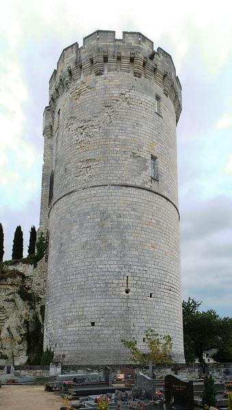 Photo du Monument Historique Tour de Trèves situé à Chênehutte-Trèves-Cunault