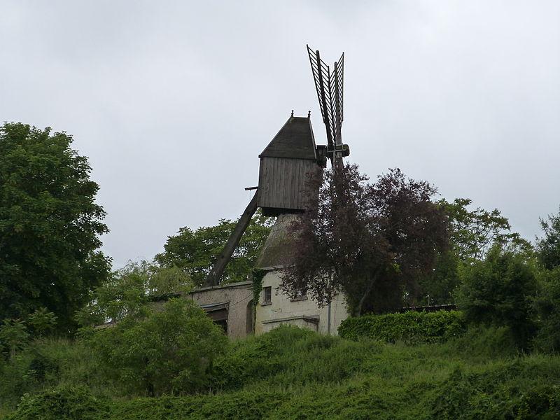 Photo du Monument Historique Moulin à vent du Val Hulin situé à Turquant