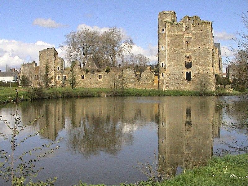 Photo du Monument Historique Château de Gonnord (restes) situé à Valanjou