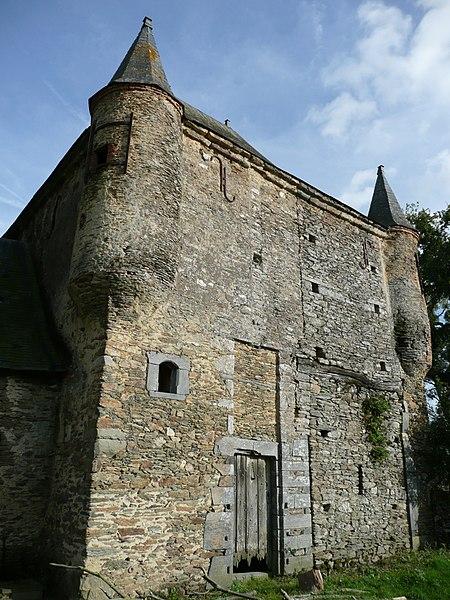 Photo du Monument Historique Manoir de la Cour des Aulnays situé à Challain-la-Potherie