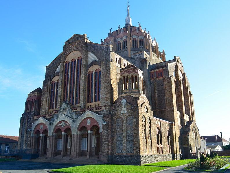 Photo du Monument Historique Eglise du Sacré-Coeur situé à Cholet
