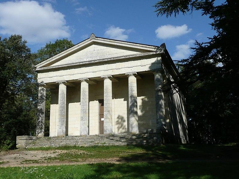 Photo du Monument Historique Mausolée des Ducs de Brissac situé à Brissac-Quincé