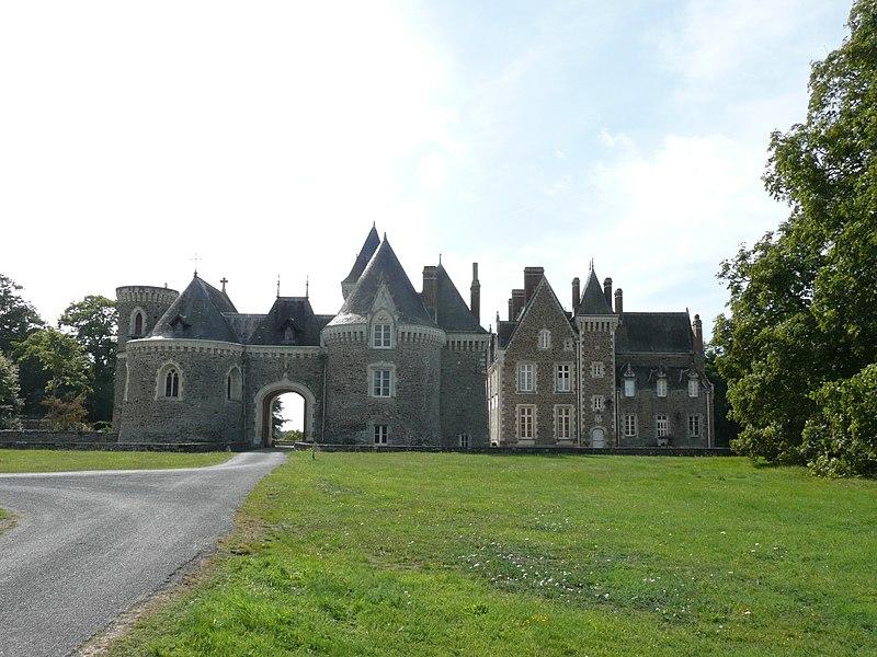 Photo du Monument Historique Château de Bourmont situé à Freigné