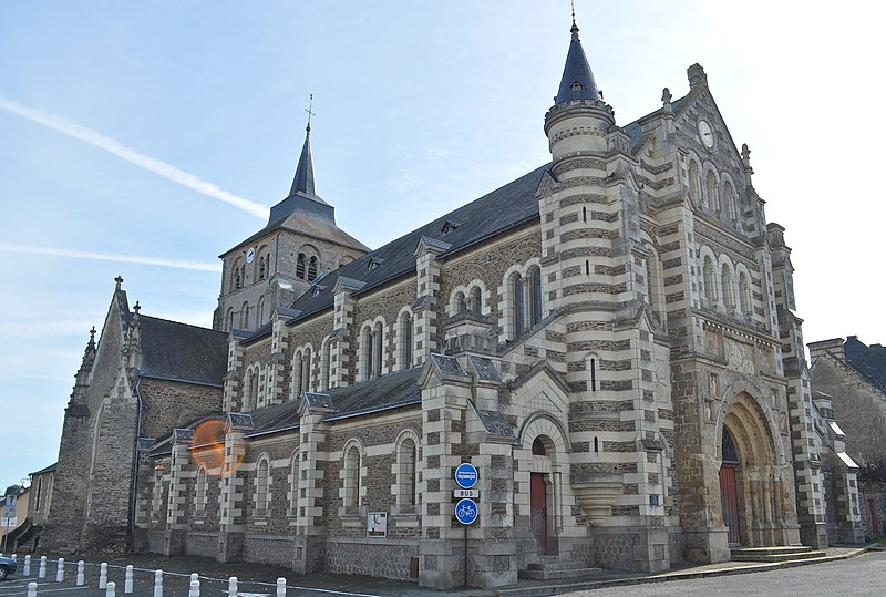 Photo du Monument Historique Eglise Saint-Pierre situé à Chemillé