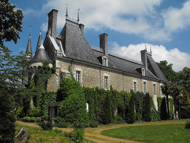 Photo du Monument Historique Site castral de Milly-le-Meugon situé à Gennes