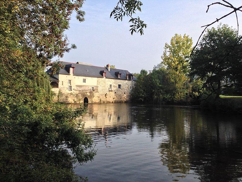Photo du Monument Historique Petit moulin à eau de Sautret situé à Feneu