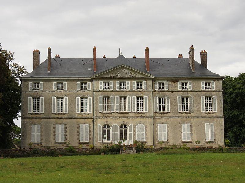 Photo du Monument Historique Château de la Roche situé à Noyant-la-Gravoyère