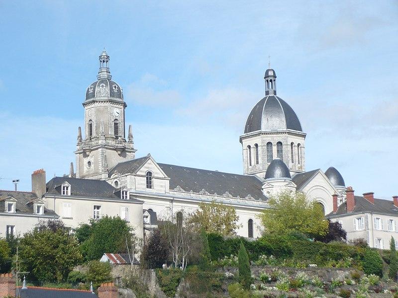 Photo du Monument Historique Eglise Sainte-Madeleine situé à Segré