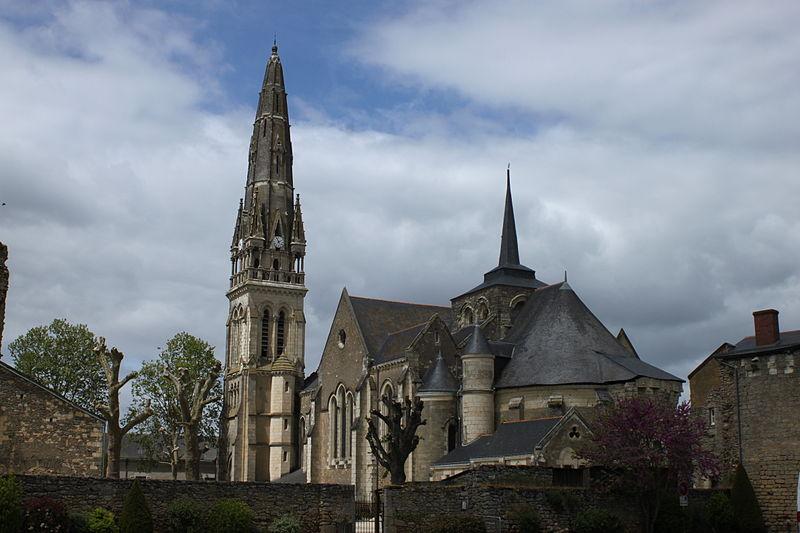 Photo du Monument Historique Eglise Saint-Simplicien situé à Martigné-Briand