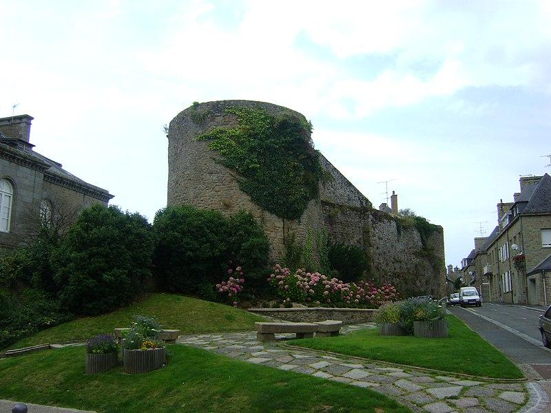 Photo du Monument Historique Anciennes fortifications situé à Avranches