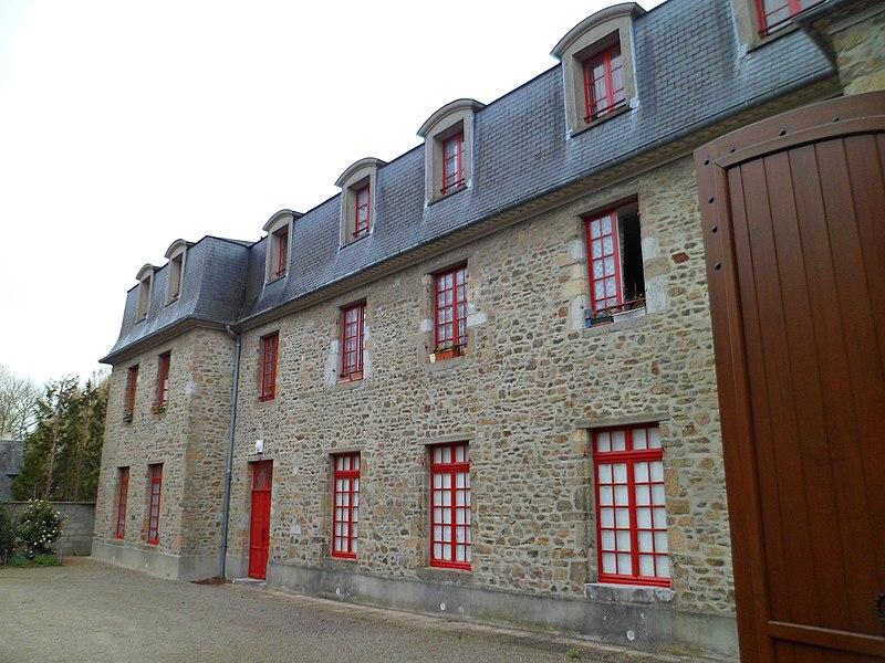 Photo du Monument Historique Ancienne Sous-Préfecture situé à Coutances