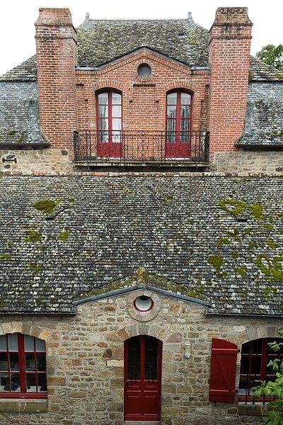 Photo du Monument Historique Cour et bâtiments dépendant du presbytère situé à Le Mont-Saint-Michel