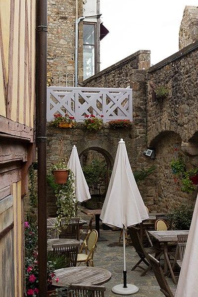 Photo du Monument Historique Hôtel Saint-Pierre situé à Le Mont-Saint-Michel
