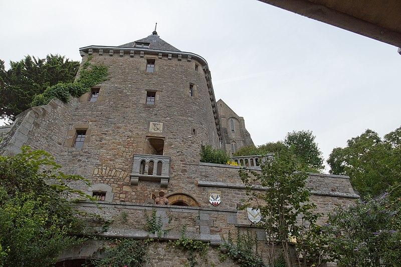 Photo du Monument Historique Maison dite Logis Tiphaine-de-Raguenel situé à Le Mont-Saint-Michel