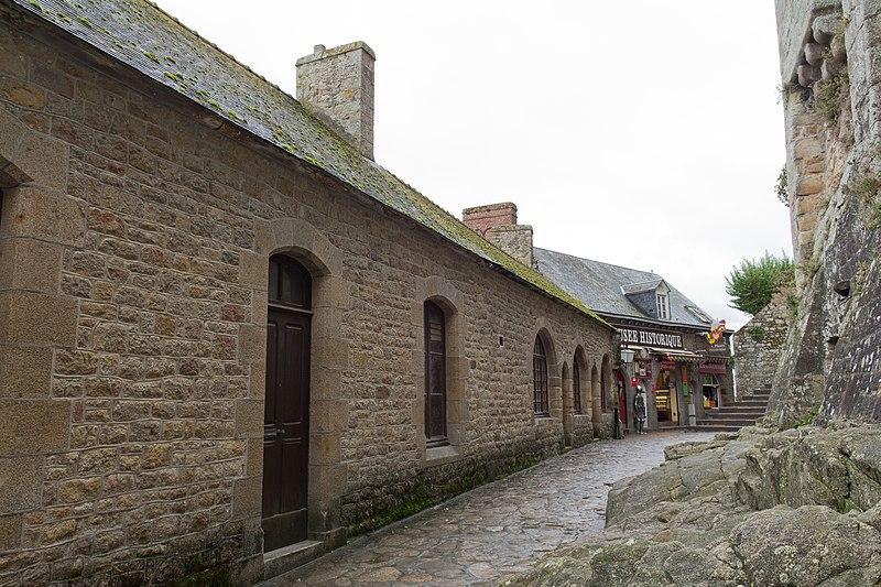 Photo du Monument Historique Maison attenante à la maison de la Truie qui File, actuellement école communale situé à Mont-Saint-Michel (Le)