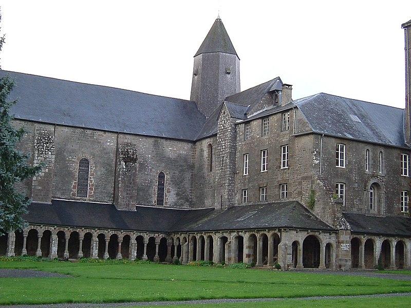 Photo du Monument Historique Ancienne abbaye Blanche situé à Mortain