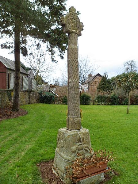 Photo du Monument Historique Croix de chemin dite Croix Saint-Martin situé à Notre-Dame-du-Touchet