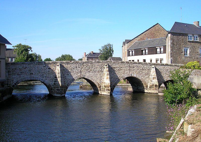 Photo du Monument Historique Vieux pont sur la Sélune (également sur commune de Ducey) situé à Poilley