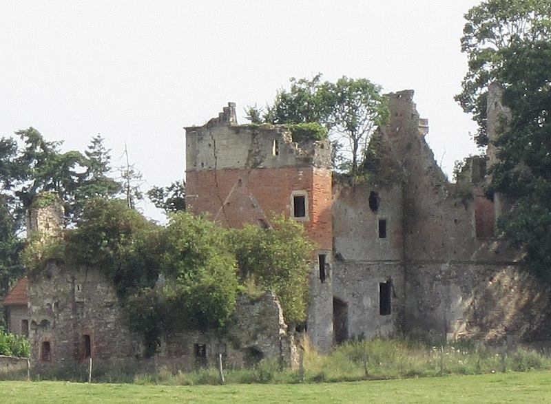 Photo du Monument Historique Restes du château situé à Saint-Germain-sur-Sèves
