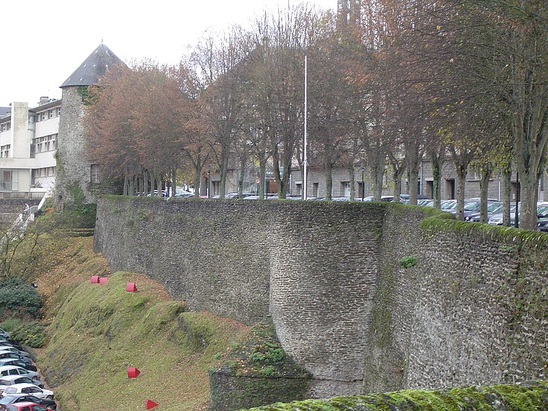 Photo du Monument Historique Vestiges des remparts situé à Saint-Lô