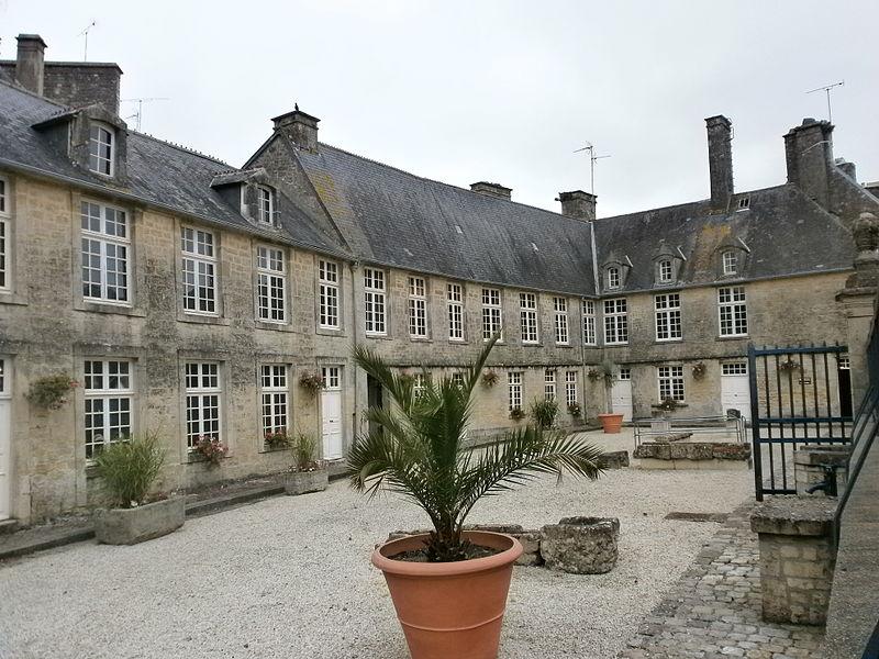 Photo du Monument Historique Hôtel de Thieuville situé à Valognes