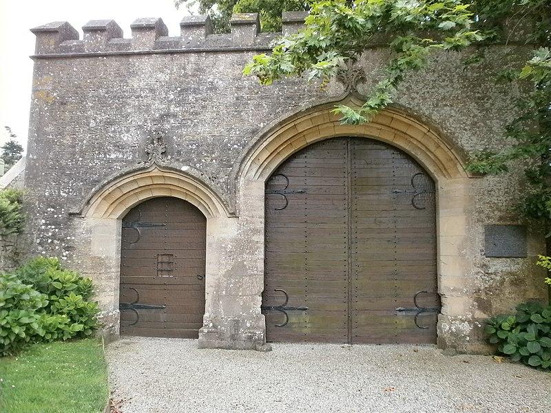 Photo du Monument Historique Château de Servigny situé à Yvetot-Bocage