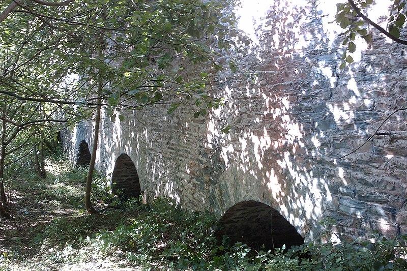 Photo du Monument Historique Deux groupes de fours à chaux situé à Cavigny