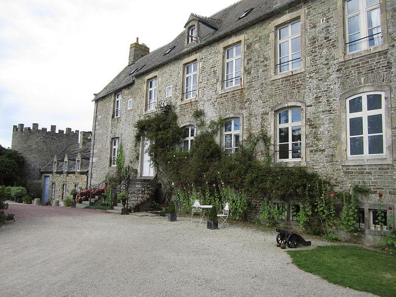 Photo du Monument Historique Domaine du château du Rozel situé à Le Rozel