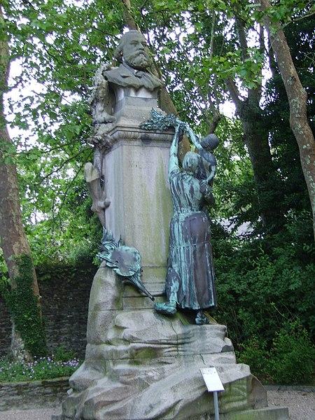 Photo du Monument Historique Statue de Jean-François Millet dans le jardin public, à Octeville situé à Cherbourg