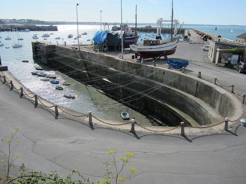 Photo du Monument Historique Forme de radoub du port de Granville situé à Granville
