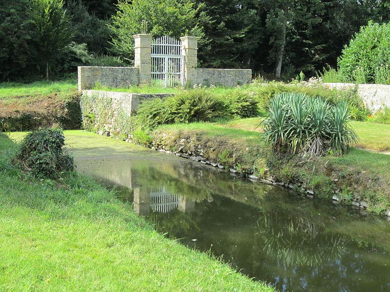 Photo du Monument Historique Jardin de la maison de Montcuit situé à Montcuit