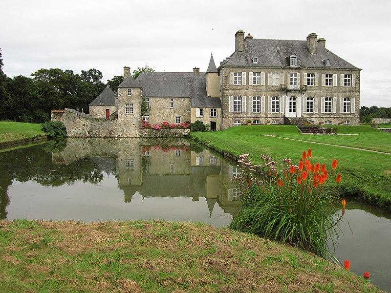 Photo du Monument Historique Château de la Bretonnière situé à Golleville