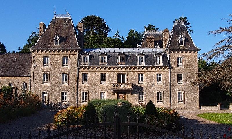 Photo du Monument Historique Château du Bel Esnault situé à Saint-Côme-du-Mont
