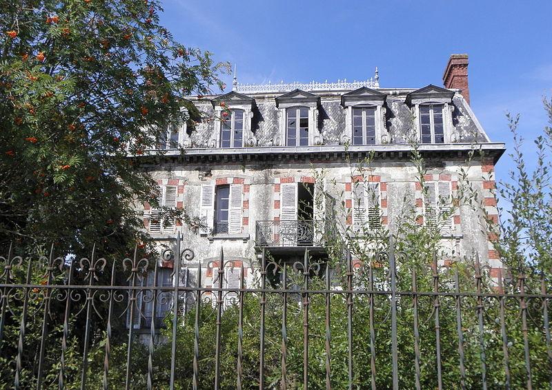 Photo du Monument Historique Villa Bailleul, dite aussi Villa La Feuillée situé à Pontorson