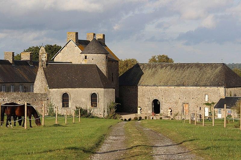 Photo du Monument Historique Manoir de Quettreville, dit Manoir de Surcouf situé à Quettreville-sur-Sienne