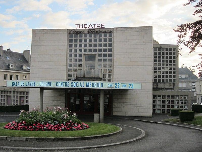 Photo du Monument Historique Ensemble architectural du théâtre et de la salle des fêtes situé à Saint-Lô