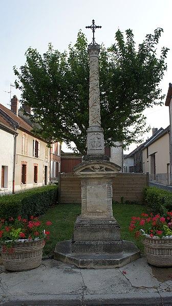 Photo du Monument Historique Croix de chemin en pierre situé à Ambonnay