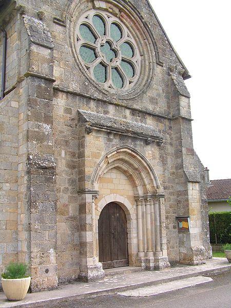 Photo du Monument Historique Eglise situé à Ambrières
