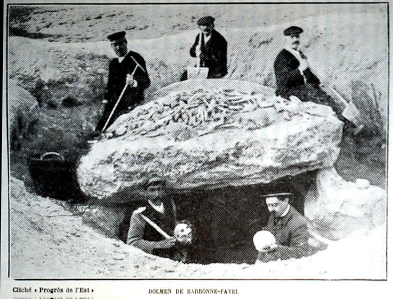 Photo du Monument Historique Dolmen sous tumulus situé à Barbonne-Fayel