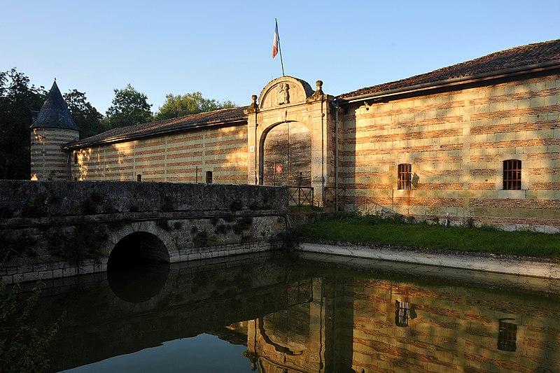 Photo du Monument Historique Château de Braux situé à Braux-Sainte-Cohière