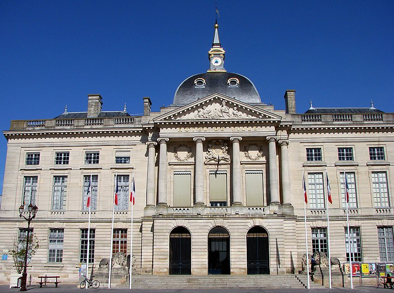 Photo du Monument Historique Hôtel de ville situé à Châlons-sur-Marne