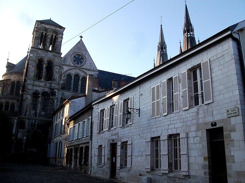 Photo du Monument Historique Maisons canoniales situé à Châlons-en-Champagne