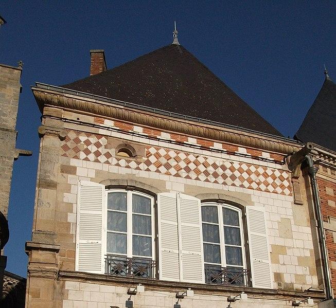Photo du Monument Historique Maison, en bordure du passage de l'abside de l'église de Notre-Dame-en-Vaux situé à Châlons-sur-Marne