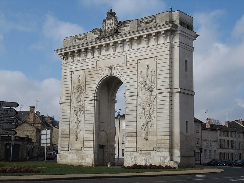 Photo du Monument Historique Porte Sainte-Croix situé à Châlons-sur-Marne