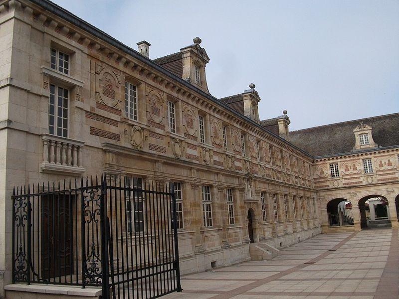 Photo du Monument Historique Grand séminaire  ou ancien couvent Sainte-Marie ou Hôtel de Jessaint situé à Châlons-sur-Marne