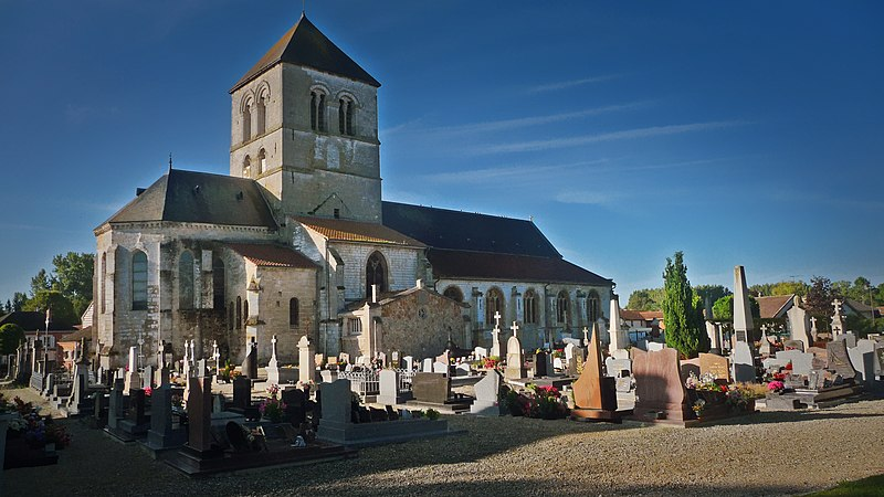 Photo du Monument Historique Eglise Saint-Martin situé à Courtisols